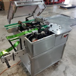 Foil bunch wrapping machine